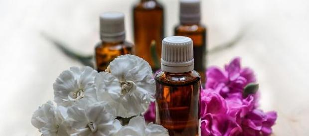 Essential oils can treat different kinds of allergies with its antiseptic, analgesic. (Image via Monicore/Pixabay)
