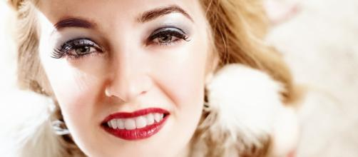 A model wearing makeup (Image via Pixabay/lightstargod)