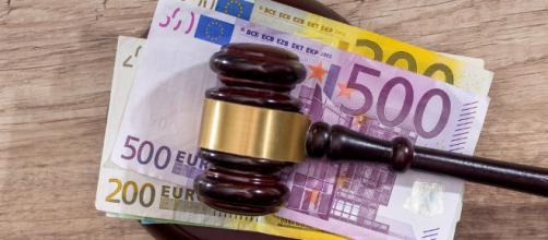 Avvocati: la riscossione di compensi senza tempestiva fatturazione