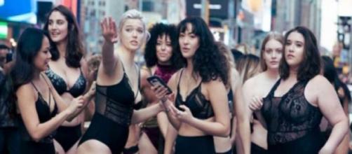 """Las modelos """"diferentes"""" a las """"bonitas"""" se manifestaron en el centro de NY"""
