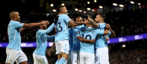 Los jugadores del Manchester City celebran uno de sus goles