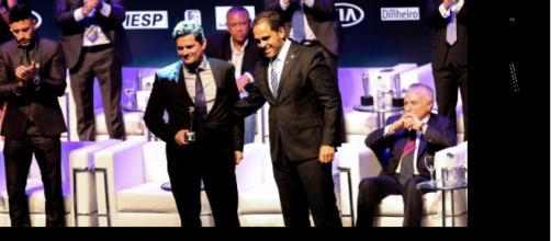 Moro recebe prêmio da IstoÉ como o brasileiro de 2017