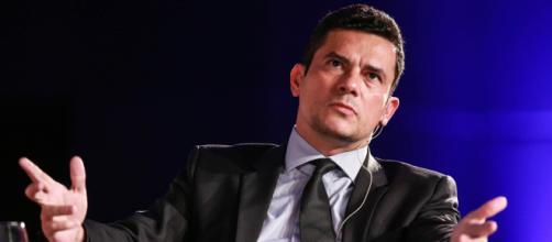 Sérgio Moro discursa durante premiação da revista IstoÉ