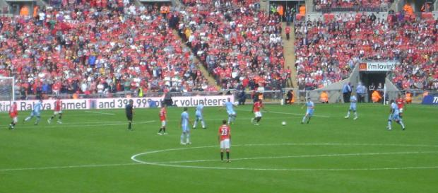 Manchester clubs will come face to face in a decisive match this Sunday. [Image via: The Robe/Wikimedia Commons]
