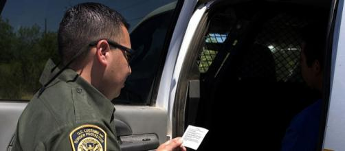 A Border Patrol agent at work. - [Image credit - Gerald L. Nino, Wikimedia Commons]