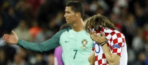 A crying Luka Modric was consoled by his Real Madrid teammates ... - 101greatgoals.com
