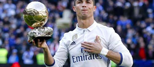 Cristiano Ronaldo a déjà une main sur le Ballon d'Or - Foot 01 - foot01.com
