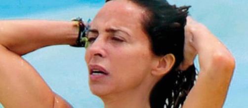 María Patiño pillada en la playa.