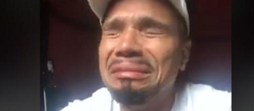 Naldo chora e implora o perdão da esposa. (Foto internet)