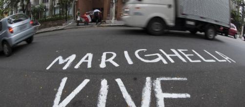Pichação nos asfalto exaltando o ex-terrorista Carlos Marighela,uma prova viva de que o Brasil idolatra heróis do fanatismo socialista