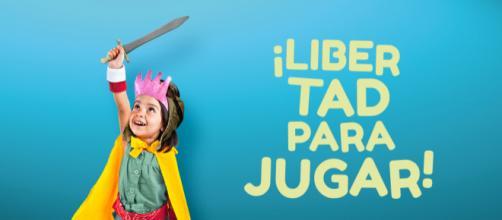 Una niña feliz de poder ser una princesa guerrera como Xena. (Políticas de género y diversidad, Ayuntamiento de Madrid)
