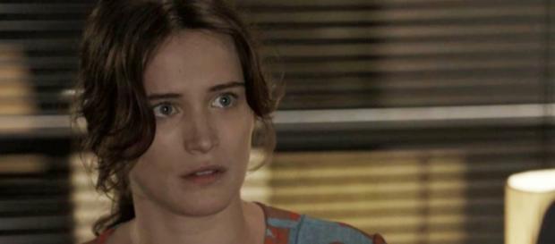 Clara se desespera ao saber de risco de voltar para a clínica