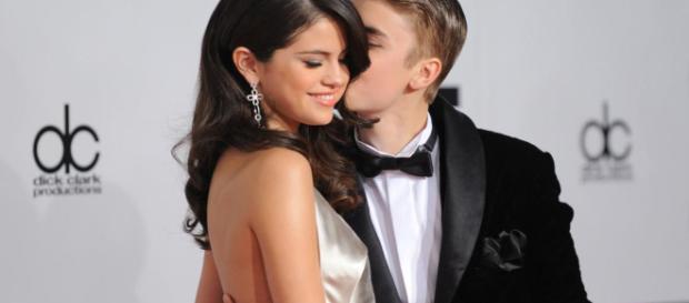 Justin Bieber & Selena Gomez EN COUPLE, ils officialisent et s ... - fan2.fr