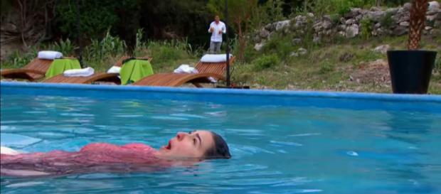Luiz deixa Marisa se afogar e não a ajuda