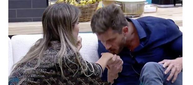 Marcos pediu desculpas para Flávia Viana (Foto: Captura de vídeo)