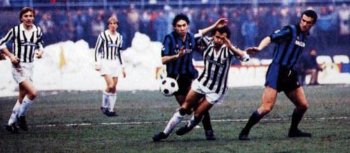 Juventus-Inter 1983/84, Michel Platini in azione contrastato da Beppe Baresi e Graziano Bini