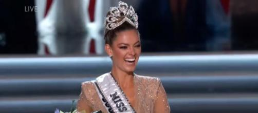 Miss Universe crowning moment [Image Credit: Miss Universe/YouTube]
