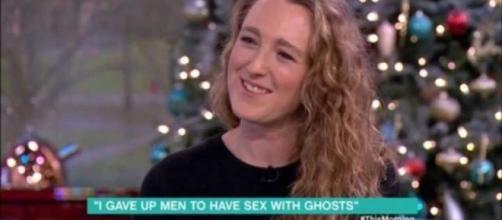 Mulher afirma que ''amantes fantasmagóricos'' são melhores que homens vivos. Foto: Reprodução/ ITV This Morning.