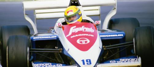 Senna com seu Toleman-Hart, no GP da Inglaterra de 1984: em Brands Hatch, ele largou em terceiro, caiu para nono e subiu no pódio.