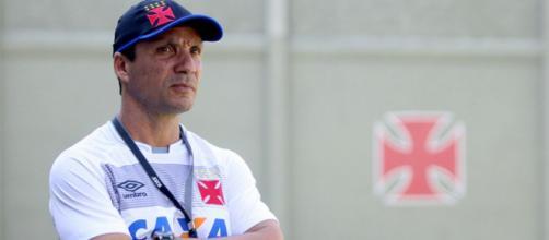 Zé Ricardo continua no Vasco em 2018