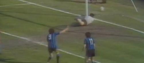 Un momento di una partita fra Juve e Inter negli anni '80