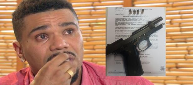 Arma foi encontrada na casa do cantor