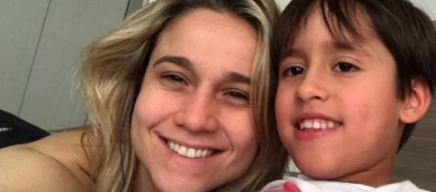 Fernanda Gentil e filho em revelação sobre homossexualidade.
