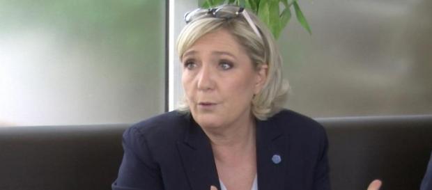 Marine Le Pen pas invitée par la famille Hallyday