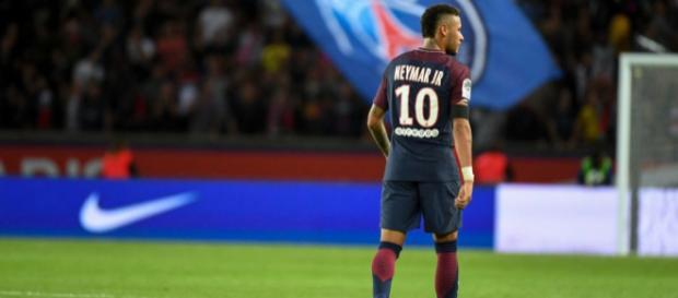 Neymar : Poursuivi par le Barca, le Brésilien contre-attaque - purepeople.com
