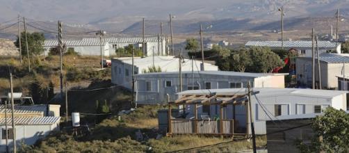 Alcune abitazioni di Amona evacuate