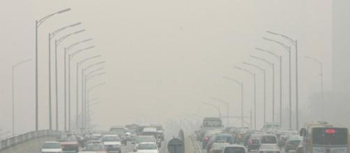 coltri di fumo soffocano le metropoli