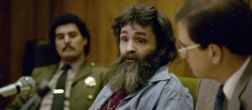 Le tueur en série Charles Manson retourne en prison - Gala - gala.fr