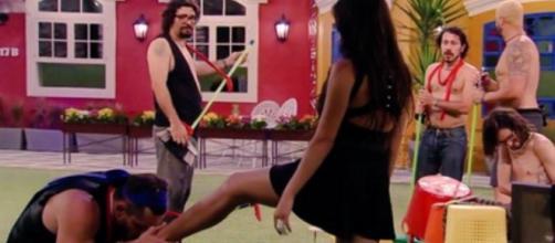 Marcos volta do paredão contra Gabriela Flor e se aproxima ainda mais de Emilly