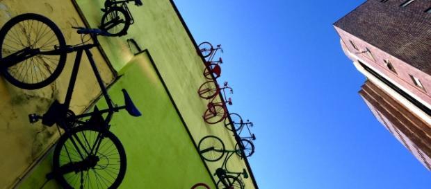 A monza la parete pop che incanta i turisti