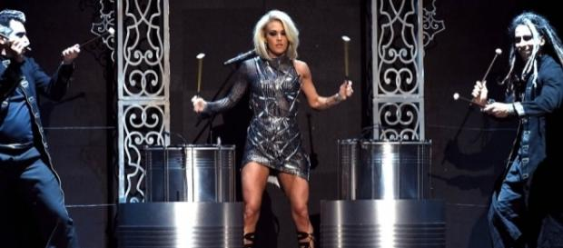 Carrie Underwood's stage personality at the 2016 Academy Of ... - laineygossip.com
