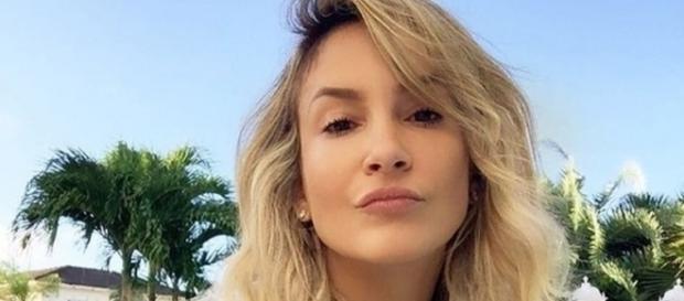 Claudia Leitte não paga dívida de R$ 1,2 milhão