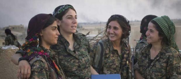 Mulheres que combatem o Estado Islâmico (Reprodução: Curiosamente)