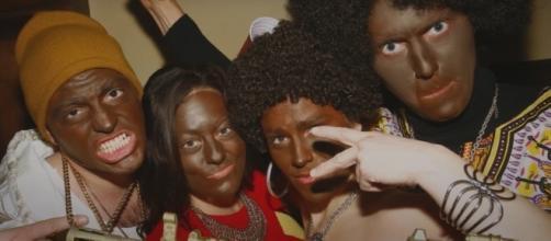 Antes da estreia a série já está sendo rejeitada por ser considerada racista. (reprodução: Netflix)