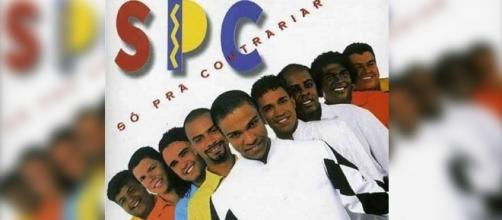 As roupas coloridas ficaram apenas na capa do CD