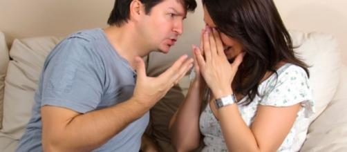 Desonestidade e segredos podem ser sinais de uma relação doentia