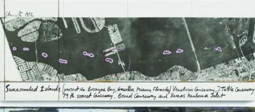 """""""Sorrounded Island"""", Christo: uno dei pezzi in mostra a Ferrara"""