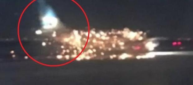 Avião faz pouso e aeronave pega fogo - Google