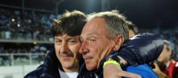 Dopo una lunghissima assenza Zednek Zeman, torna ad allenare una squadra di serie A; nella foto l'abbraccio col presidente Sebastiani.