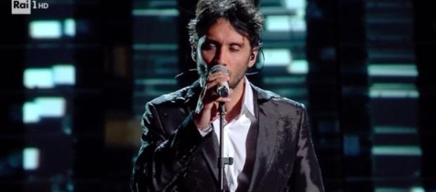 Fabrizio Moro a Sanremo con 'Portami via'.