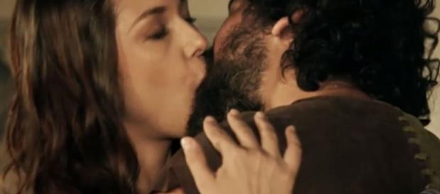 Ioná fica grávida de Elói e deve terminar a novela feliz ao lado do marido e do filho