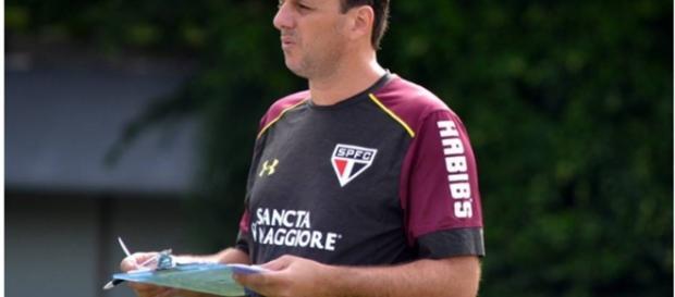 Rogério Ceni fará sua estreia como técnico diante da torcida tricolor