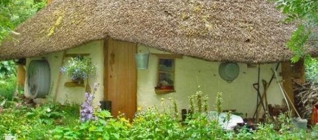 il construit une maison de hobbit avec 180. Black Bedroom Furniture Sets. Home Design Ideas