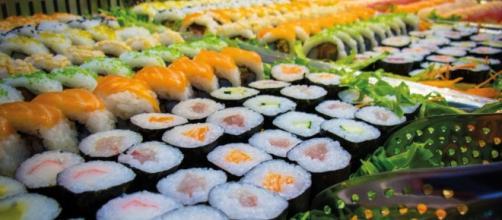 """Cosa si rischia con il sushi """"All you can eat""""? VIDEO - blitzquotidiano.it"""