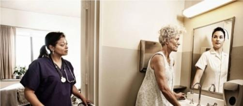 Malati di Alzheimer allo specchio: che tenerezza!