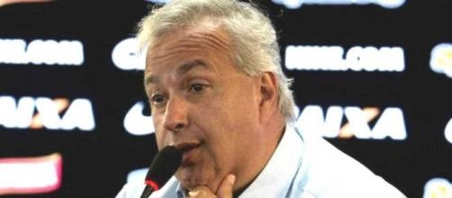 Roberto de Andrade pode ceder a pressões e acabar interrompendo trabalho de Carille.